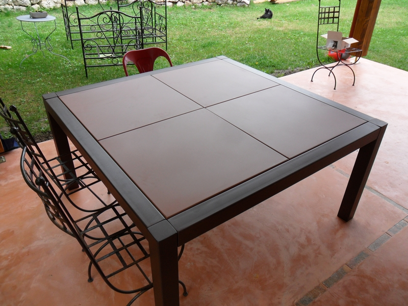 Table interieur exterieur acier demod metal for Table metal exterieur